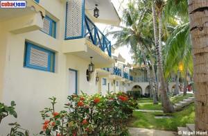 hotel-caimanera-guantanamo-large-garden